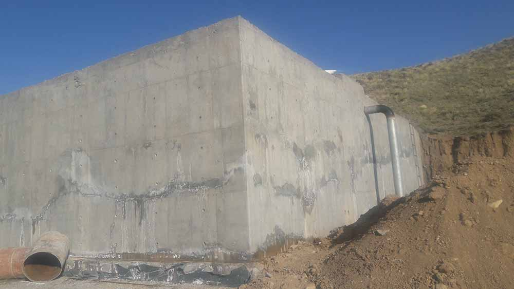 Provide the best method for sealing concrete structures